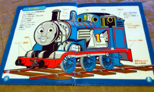 """トーマスはボイラーの横に水を入れるタンクが付いている """"タンク式蒸気機関車"""""""