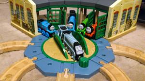 車庫から出てきた車両たち。転車台で好きな行先へ♪