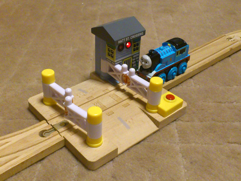 デラックス踏み切り(きかんしゃトーマス木製レールシリーズ)写真付きレビュー