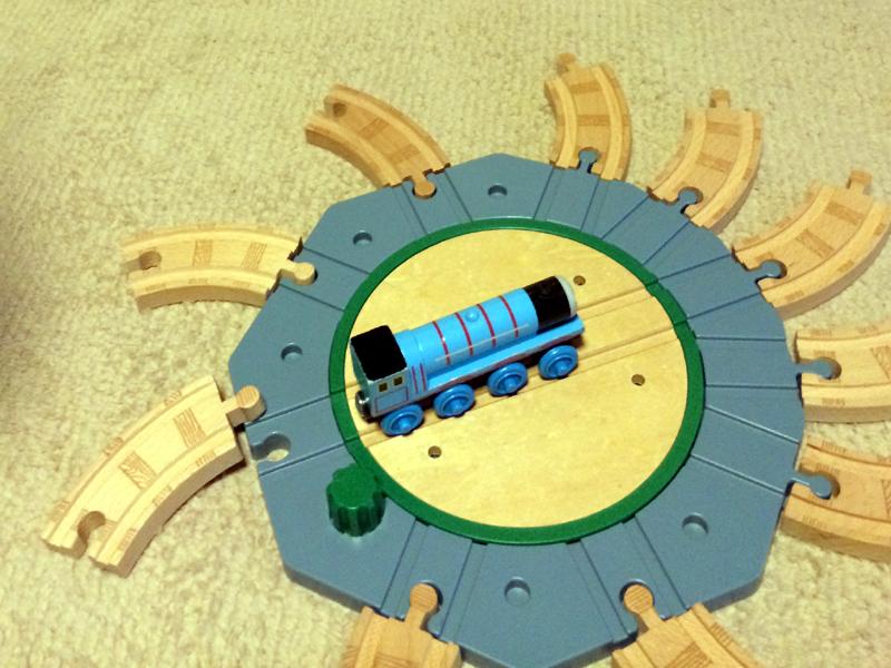 ティドマス機関庫(きかんしゃトーマス木製レールシリーズ)は転車台だけでも十分楽しめる♪